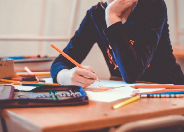 """<p>Hvordan kjenne igjen og formidle hjelp til en selvmordsnær elev? Målgruppe er skolepersonell, skolehelsetjenesten samt barnevernsansatte. Kurset gir deltagerne grunnleggende innføring i selvmordsforebygging, samt ferdighetstrening i møte med selvmordsnære elever.<a href=""""https://www.rvtsvest.no/kontakt-og-informasjon/"""" target=""""_blank"""" rel=""""noopener"""">Ta kontakt med RVTS Vest for mer informasjon.</a></p>"""